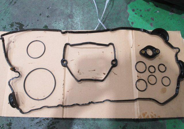 BMW X1(E84) タペットカバーパッキン バキュームポンプOリング オイル漏れ修理
