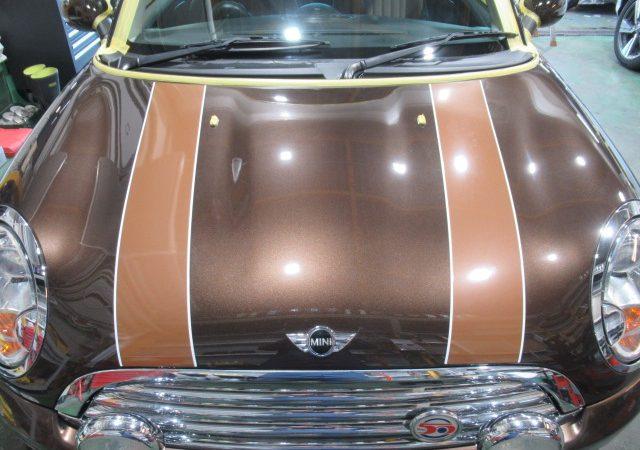 ミニ クーパー R56 ボンネットデカール貼り付け施工